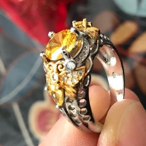 stunning size 8 bee canary ring